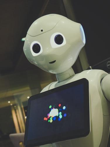 Salah satu penggunaan AI yang telah populer adalah otomatisasi robot untuk mempermudah pekerjaan manusia.