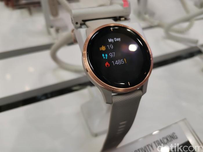 Smartwatch seperti Garmin umunya memiliki bentuk sederhana, mudah digunakan dan memiliki mobilitas tinggi.