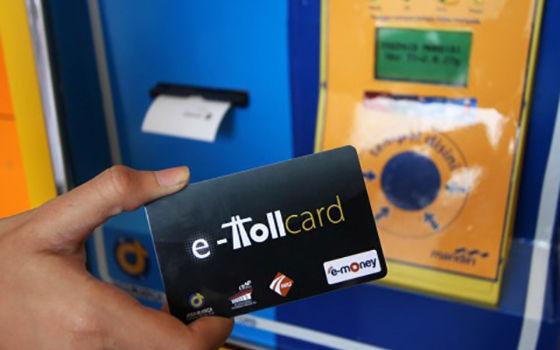 E-toll untuk membayar tol di Indonesia menjadi awal mula wacana cashless society