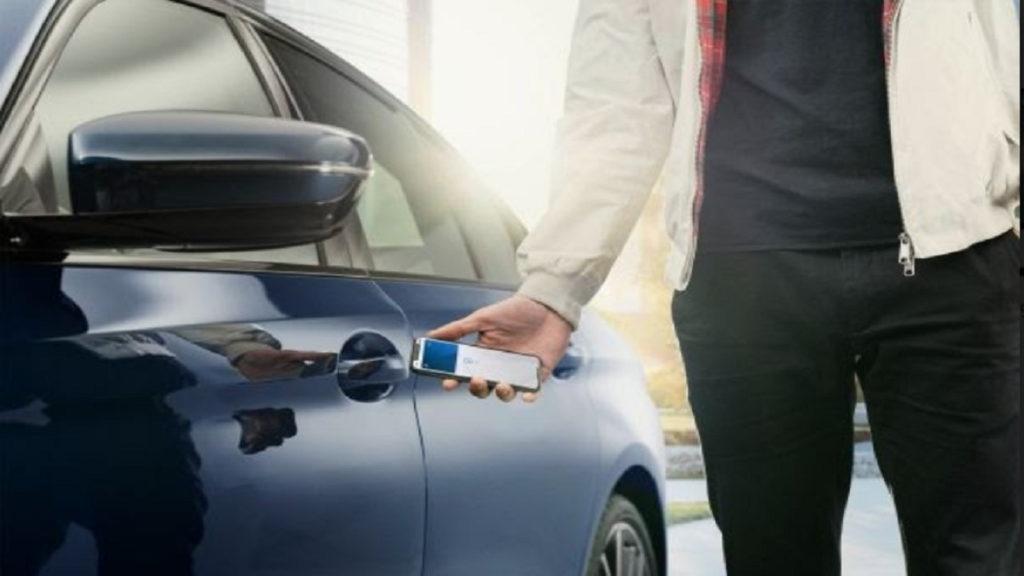 Ilustrasi iPhone sebagai remote mobil digital melalui aplikasi CarPlay