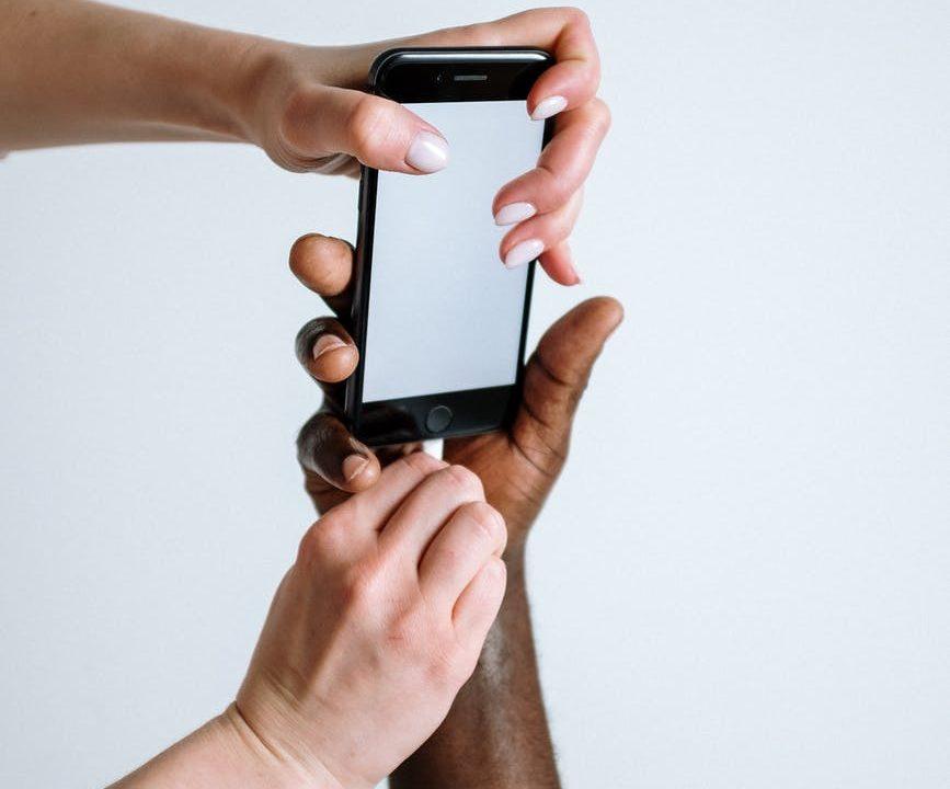 Ilustrasi digital detox dengan membatasi pemakaian gadget