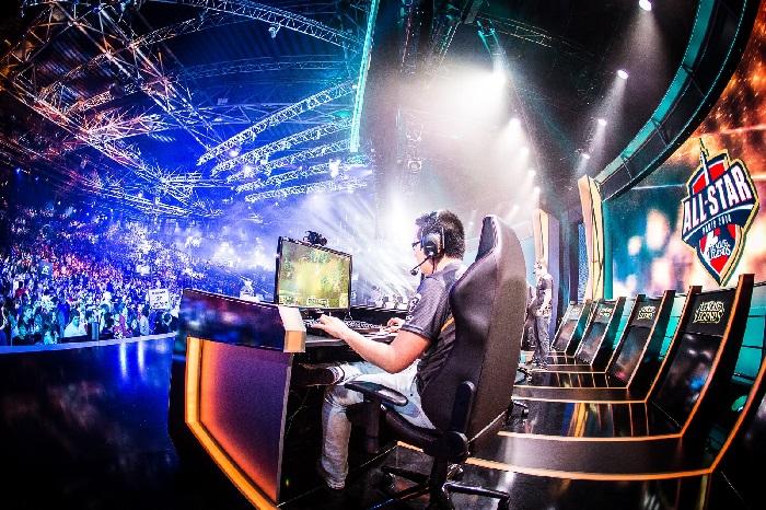 Ilustrasi kompetisi eSports yang semakin populer di Indonesia